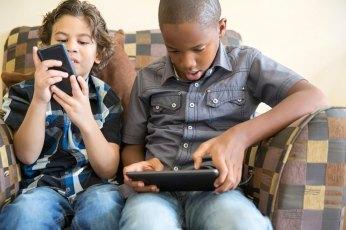 kids-playing-electronics-kolcraft_orig